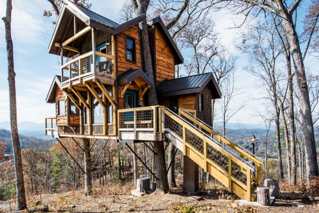 Airbnb Sanctuary treehouse of Serenity Ashville North Carolina